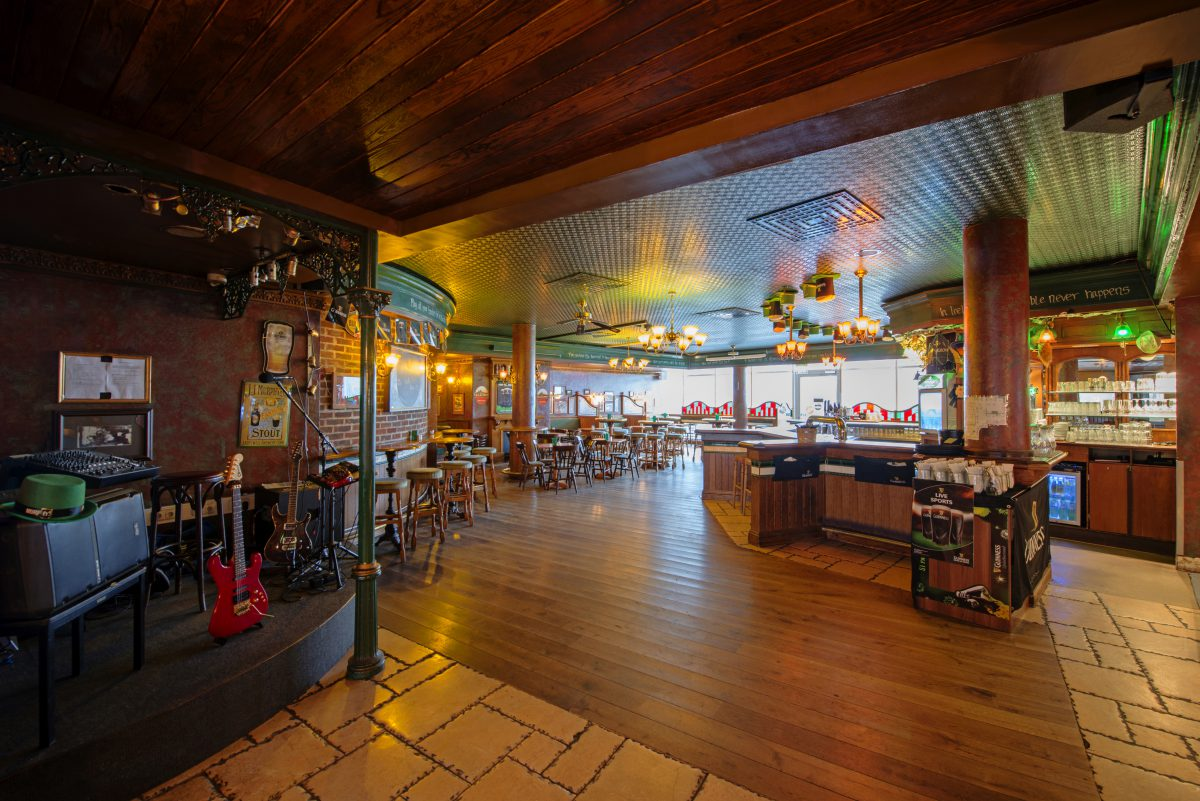 dormero-hotel-stuttgart-dubliner-irish-pub-mit-buehne-1200x801