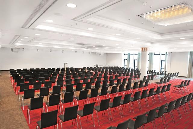 dormero-hotel-stuttgart-saal-ab-stuhlreihen1_640x426